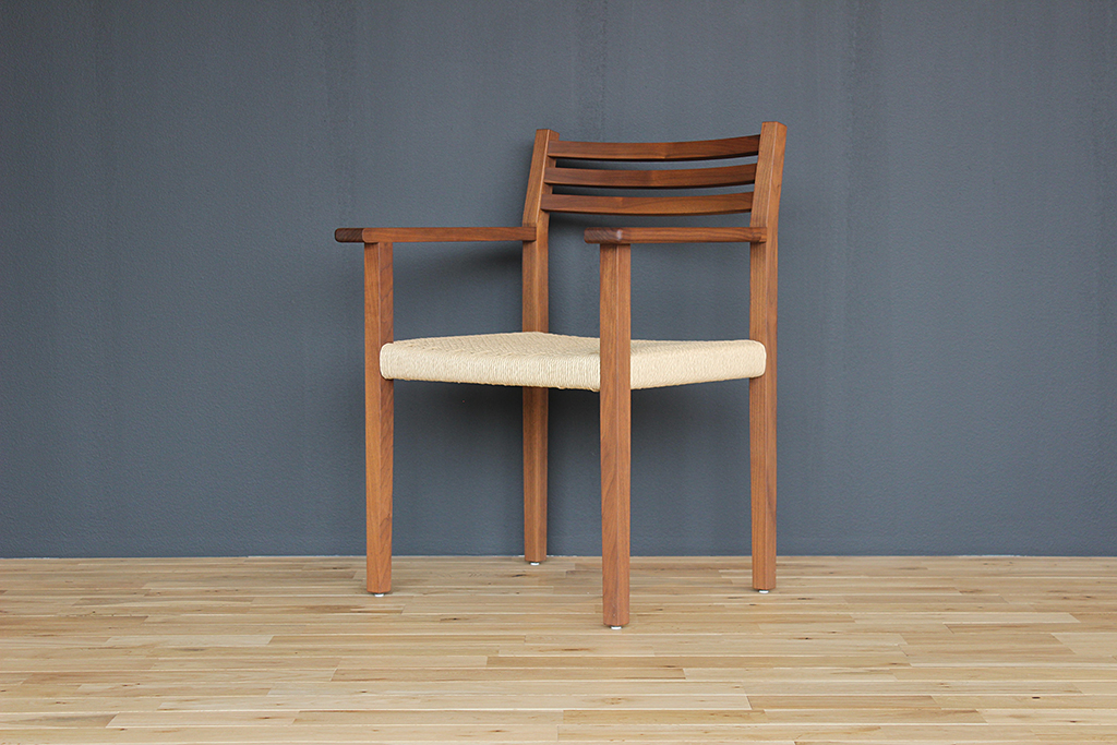 equal_chair_2-2