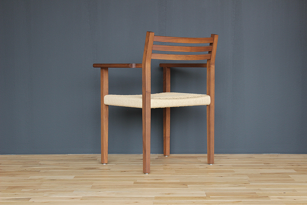 equal_chair_2-3